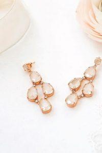 Brautkleider-Accessoires von Abrazi Jewelry