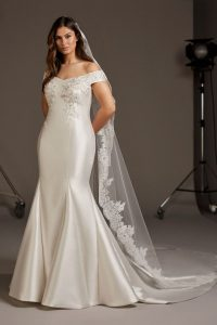 Curvy by Pronovias