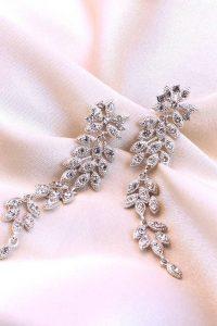 Brautmode & Brautkleider von New in: Lily and Rose Jewellery