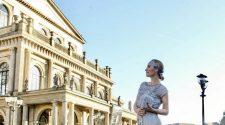 Luisa Verfürth auf Shopping Tour bei White and Night in Abendmode & Abendkleider