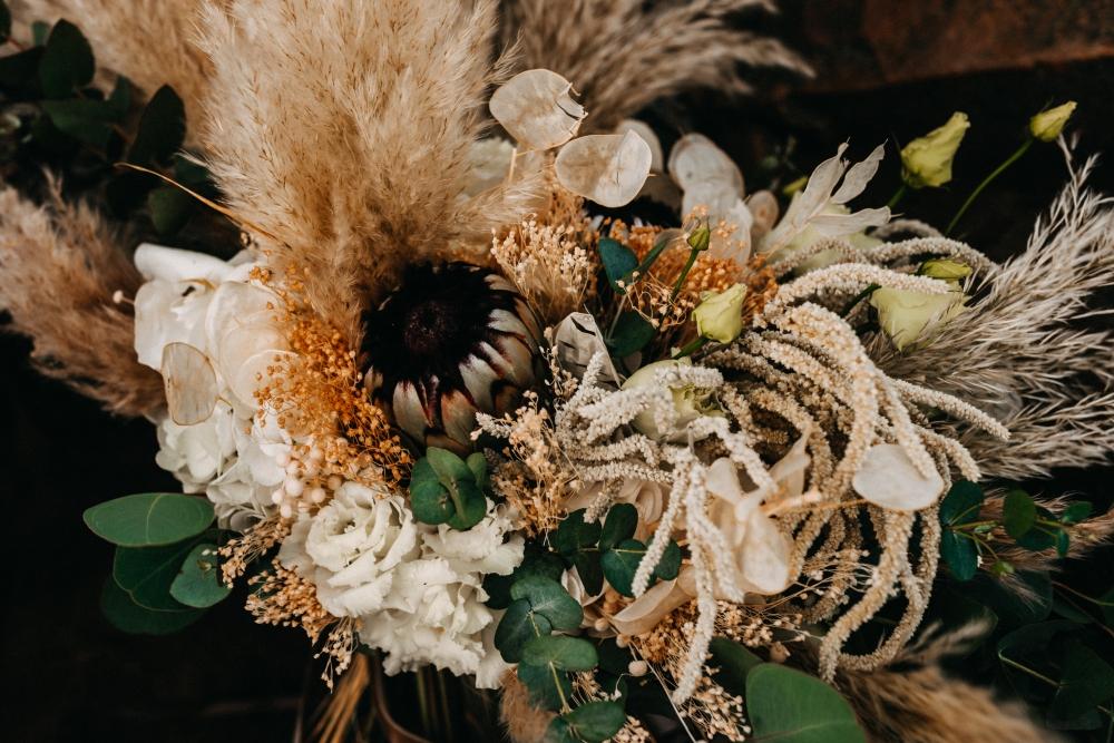 White and Night Braut Violeta & Sergej in Brautmode & Brautkleider
